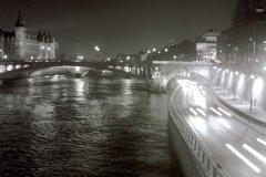 rsz_river_seine_at_night